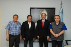 AT UOCRA HEADQUARTERS, CGT HIGH MANAGEMENT AND MEMBERS OF THE BOARD OF DIRECTORS MET THE UNITED STATES' SECRETARY OF LABOUR AND ITS AMBASSADOR IN ARGENTINA